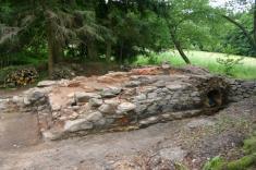V roce 2009tým archeologů odkryl původní sklářskou pec naKřížové Huti. Vzácná technická památka je vsoučasně době zastřešena aje uní umístěna informační tabule.