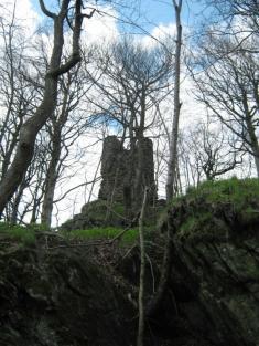 Zřícenina hradu z8. století spestrou historií nebyla vdobě totality přístupná, stála zde totiž hláska pohraniční stráže.