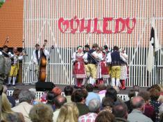 Folklórní festival Výhledy sekoná tradičně první červencový víkend vKlenčí podČerchovem vareálu Staré pošty nanáměstí (v případě nepříznivého počasí pak vsále kulturního domu unádraží)